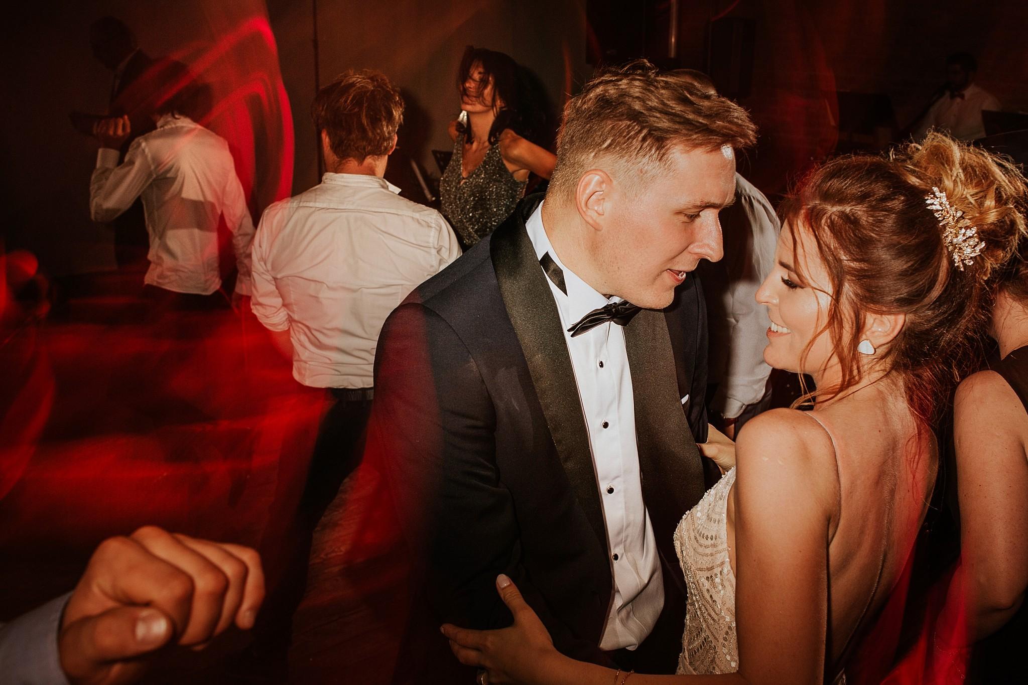 fotograf poznan wesele dobra truskawka piekne wesele pod poznaniem wesele w dobrej truskawce piekna para mloda slub marzen slub koronawirus slub listopad wesele koronawirus 442