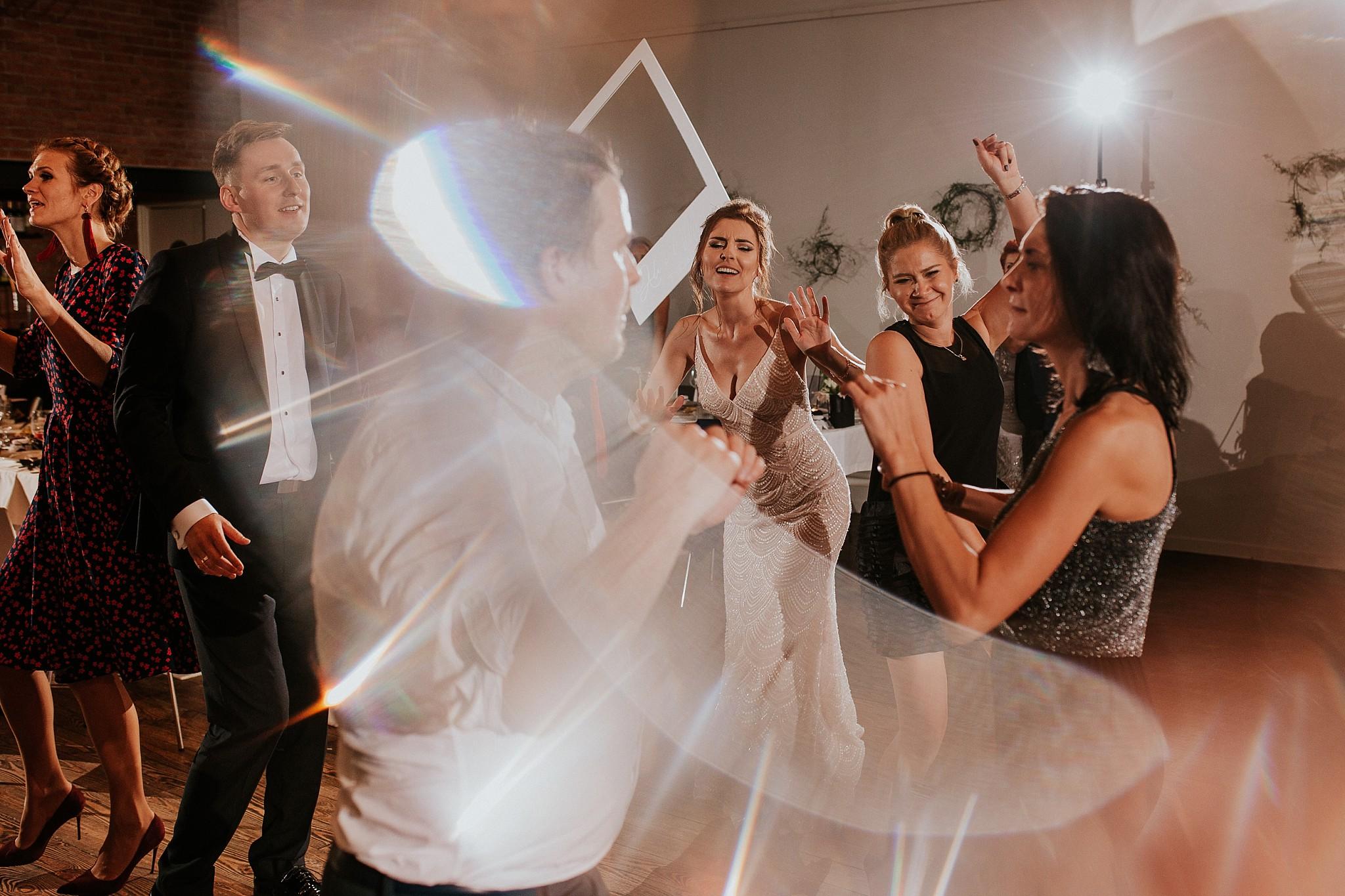 fotograf poznan wesele dobra truskawka piekne wesele pod poznaniem wesele w dobrej truskawce piekna para mloda slub marzen slub koronawirus slub listopad wesele koronawirus 451