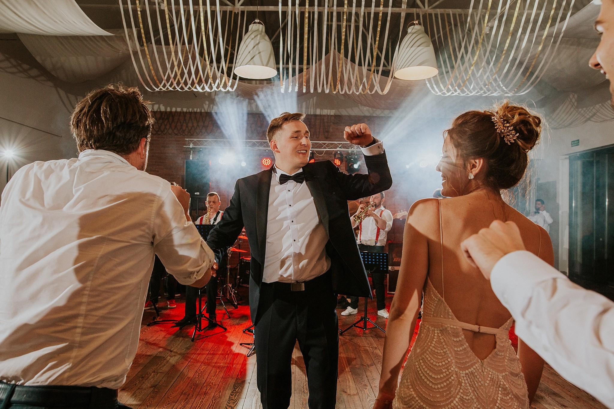 fotograf poznan wesele dobra truskawka piekne wesele pod poznaniem wesele w dobrej truskawce piekna para mloda slub marzen slub koronawirus slub listopad wesele koronawirus 454