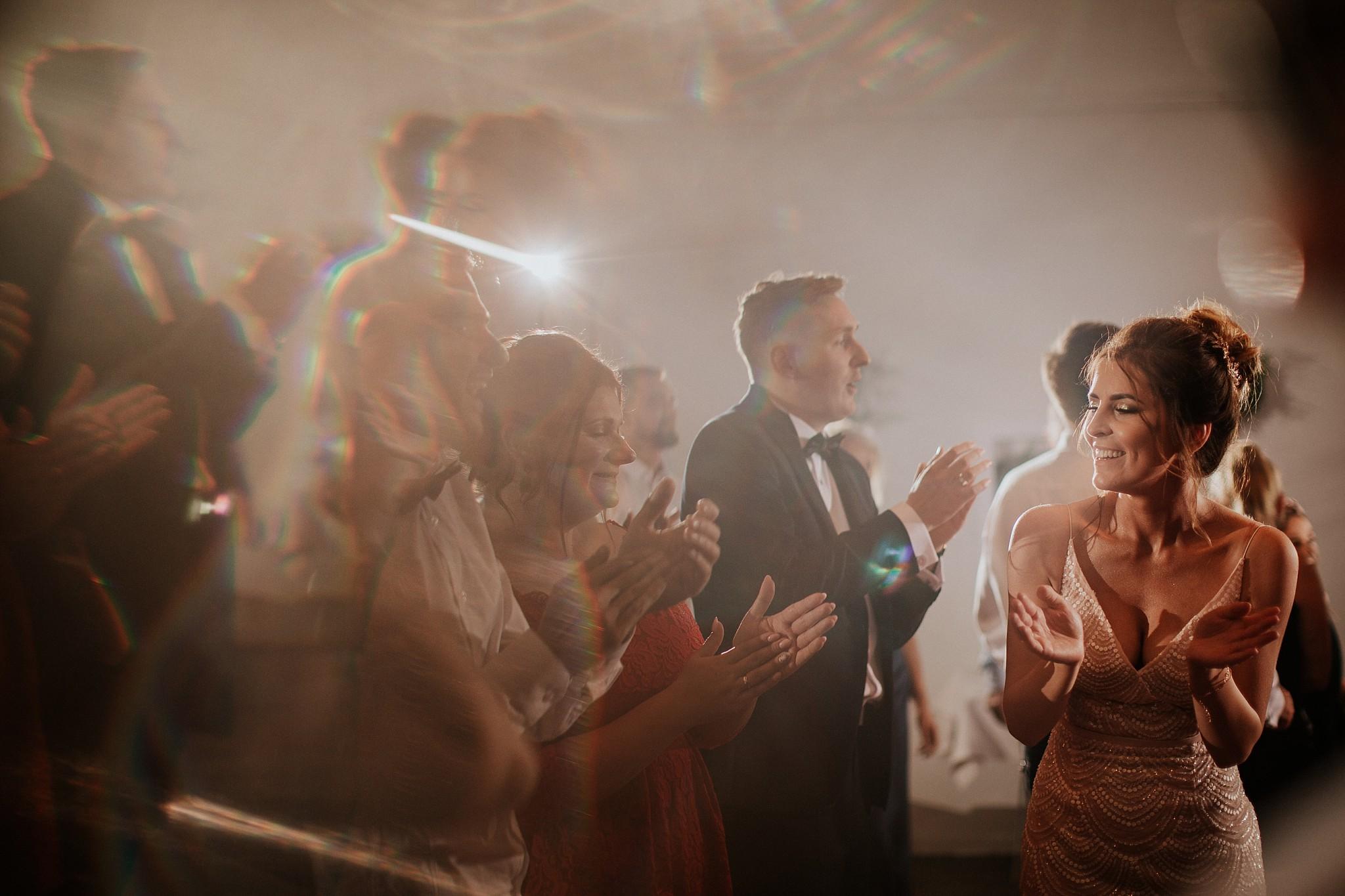 fotograf poznan wesele dobra truskawka piekne wesele pod poznaniem wesele w dobrej truskawce piekna para mloda slub marzen slub koronawirus slub listopad wesele koronawirus 460