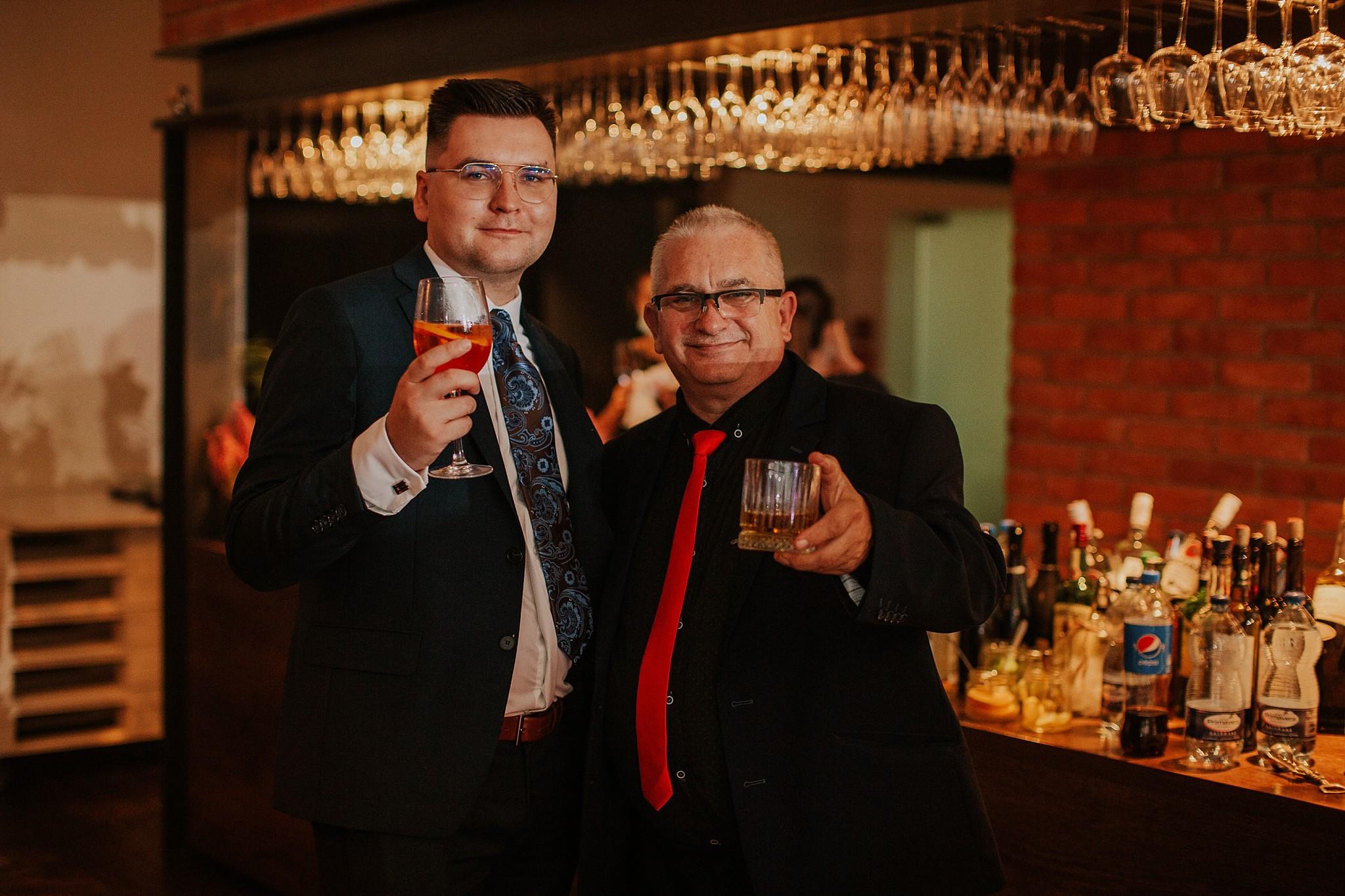 fotograf poznan wesele dobra truskawka piekne wesele pod poznaniem wesele w dobrej truskawce piekna para mloda slub marzen slub koronawirus slub listopad wesele koronawirus 462