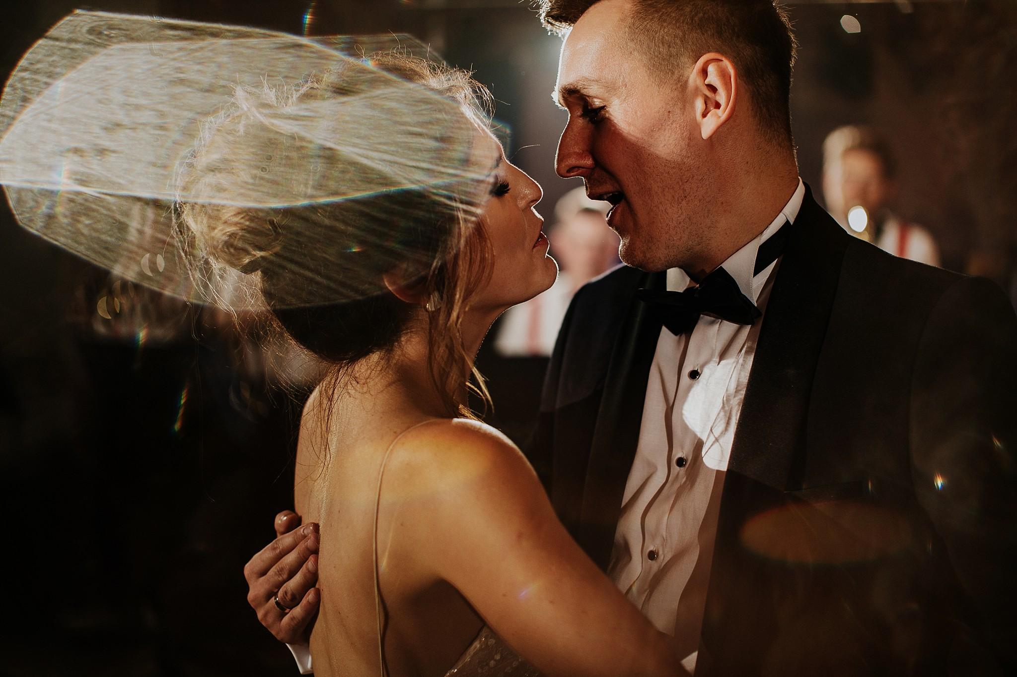fotograf poznan wesele dobra truskawka piekne wesele pod poznaniem wesele w dobrej truskawce piekna para mloda slub marzen slub koronawirus slub listopad wesele koronawirus 463