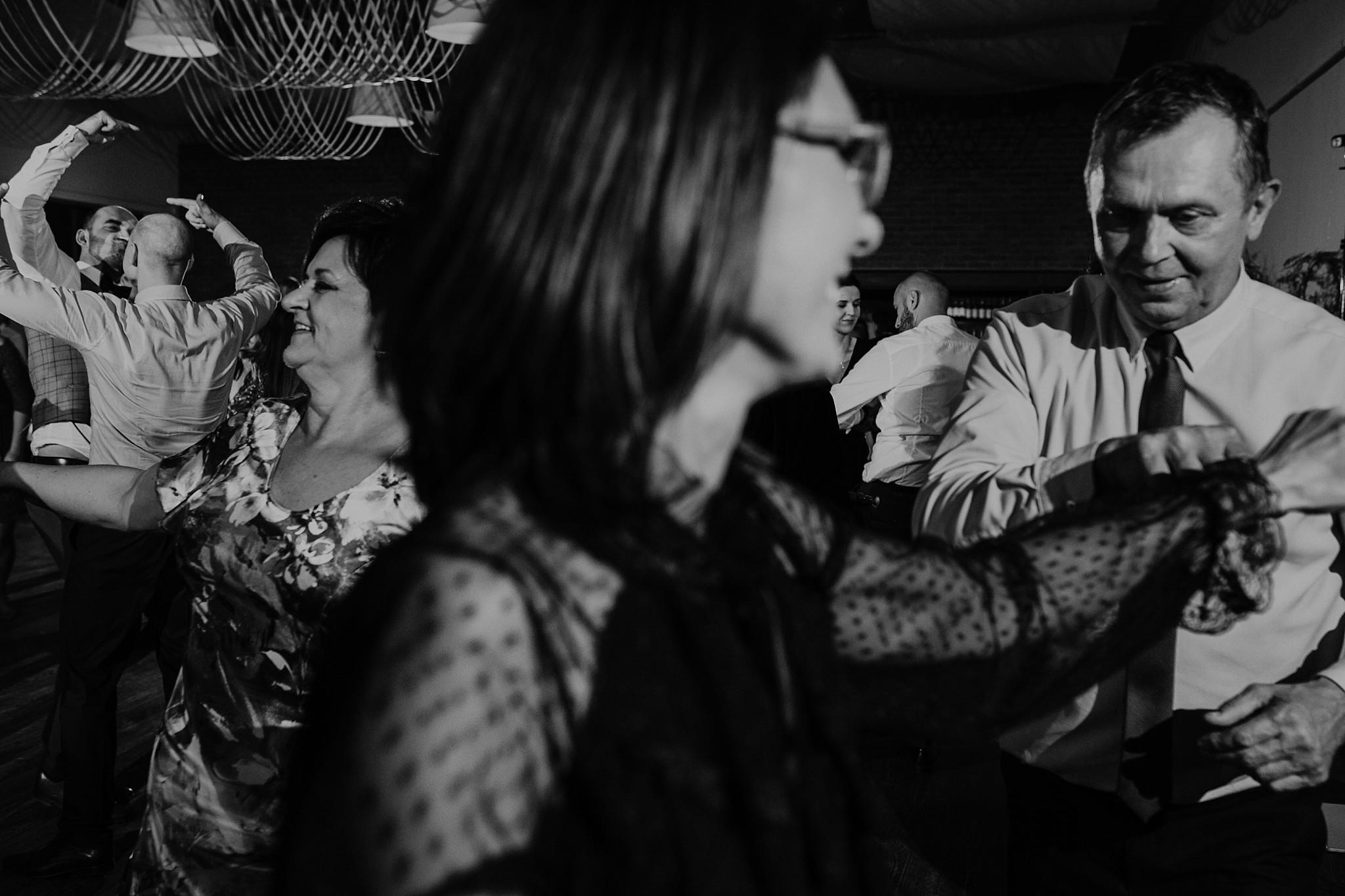 fotograf poznan wesele dobra truskawka piekne wesele pod poznaniem wesele w dobrej truskawce piekna para mloda slub marzen slub koronawirus slub listopad wesele koronawirus 481