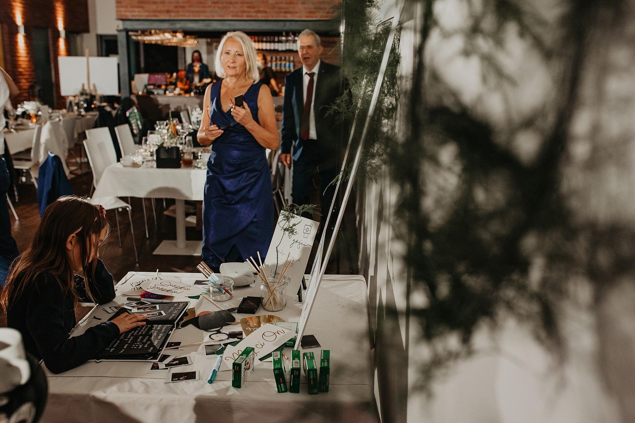 fotograf poznan wesele dobra truskawka piekne wesele pod poznaniem wesele w dobrej truskawce piekna para mloda slub marzen slub koronawirus slub listopad wesele koronawirus 482