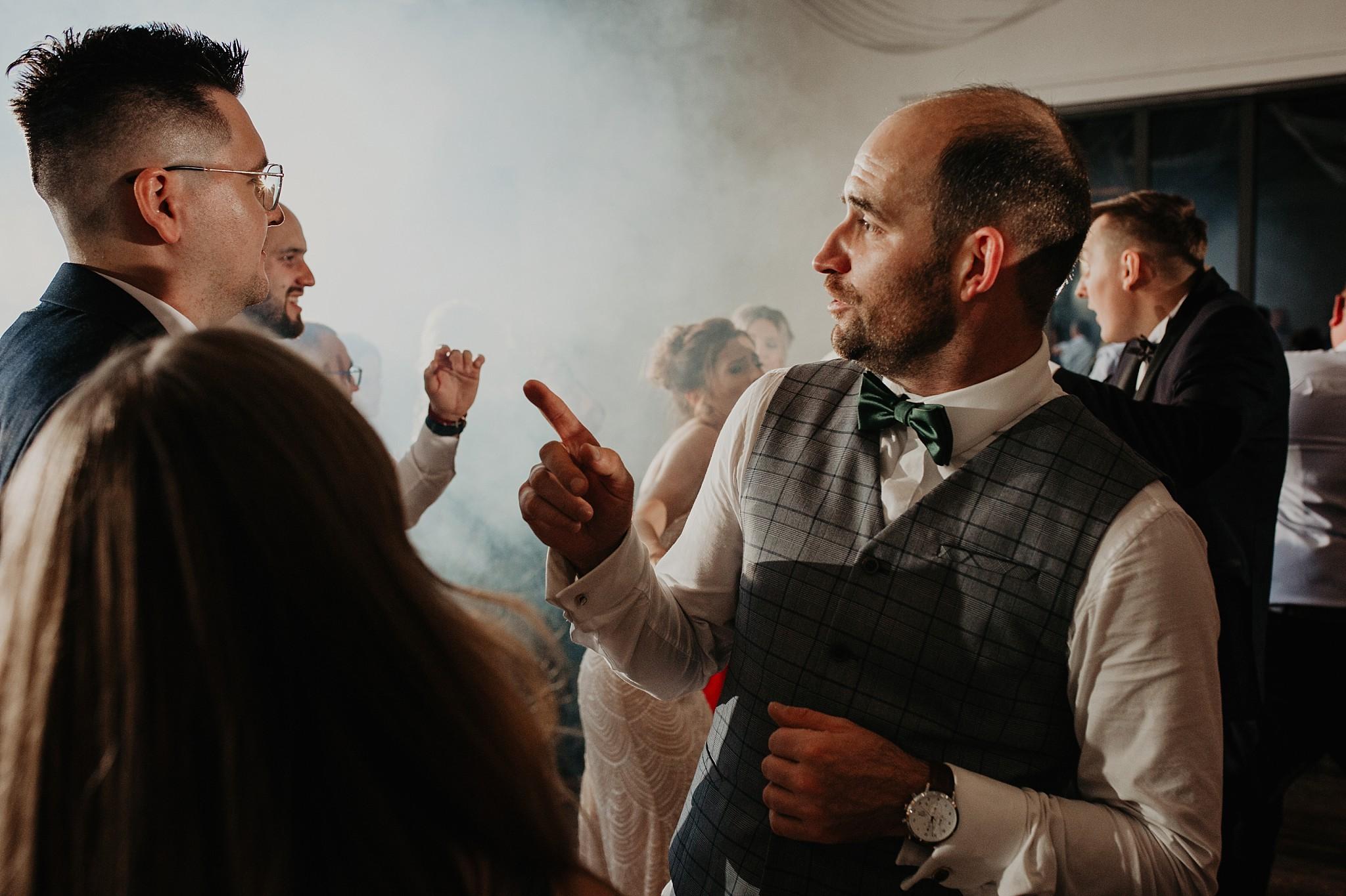 fotograf poznan wesele dobra truskawka piekne wesele pod poznaniem wesele w dobrej truskawce piekna para mloda slub marzen slub koronawirus slub listopad wesele koronawirus 483