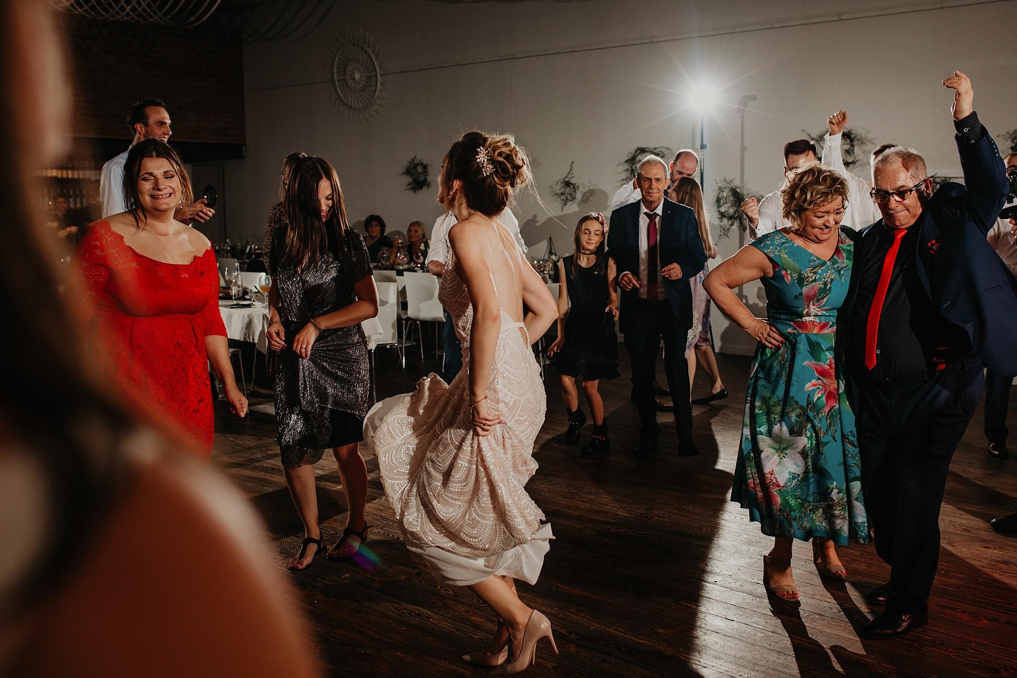 fotograf poznan wesele dobra truskawka piekne wesele pod poznaniem wesele w dobrej truskawce piekna para mloda slub marzen slub koronawirus slub listopad wesele koronawirus 484