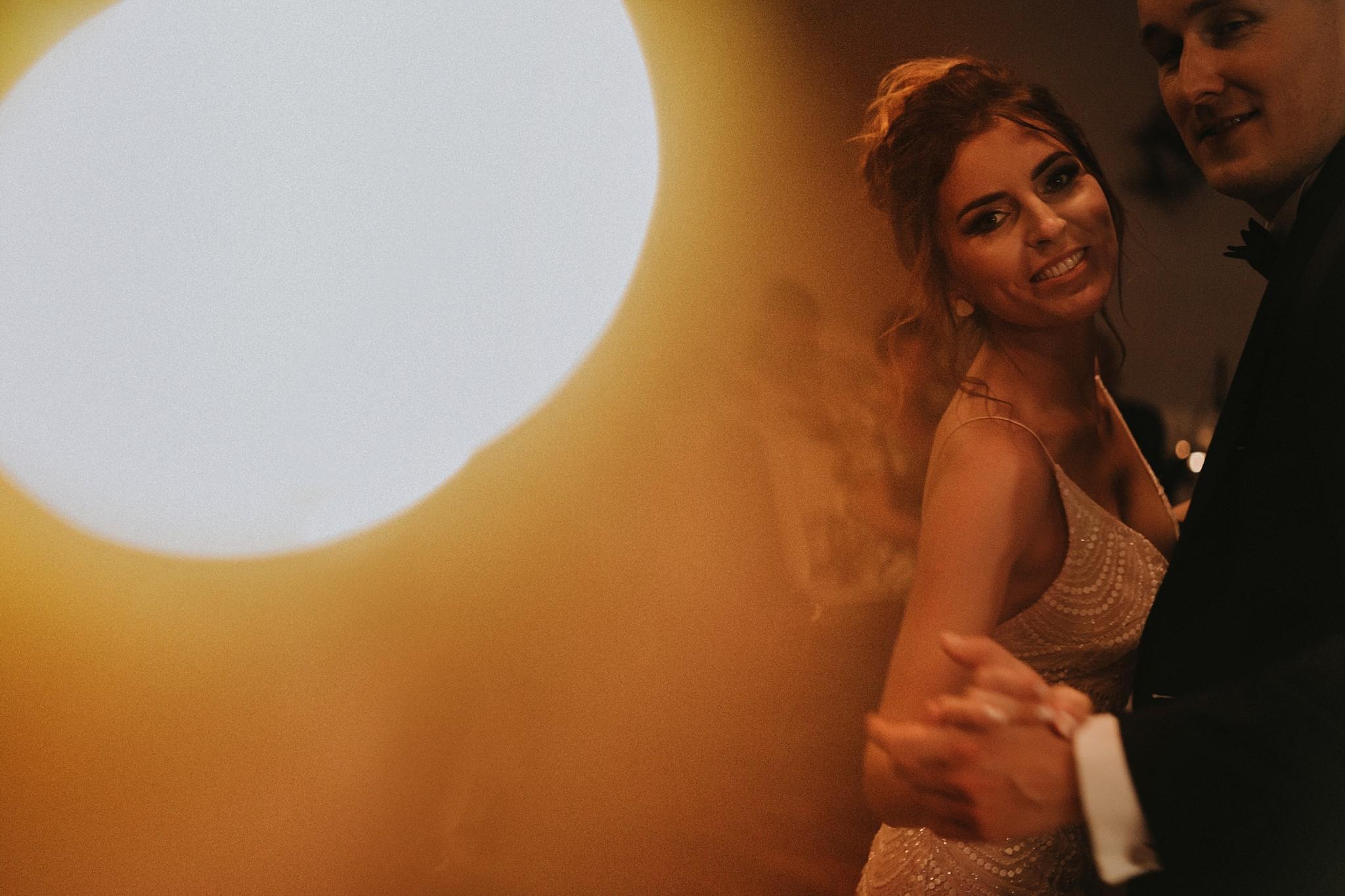 fotograf poznan wesele dobra truskawka piekne wesele pod poznaniem wesele w dobrej truskawce piekna para mloda slub marzen slub koronawirus slub listopad wesele koronawirus 489